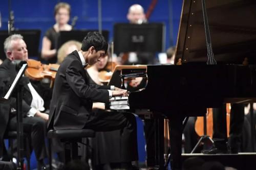 一定要讓你的孩子參加鋼琴比賽!